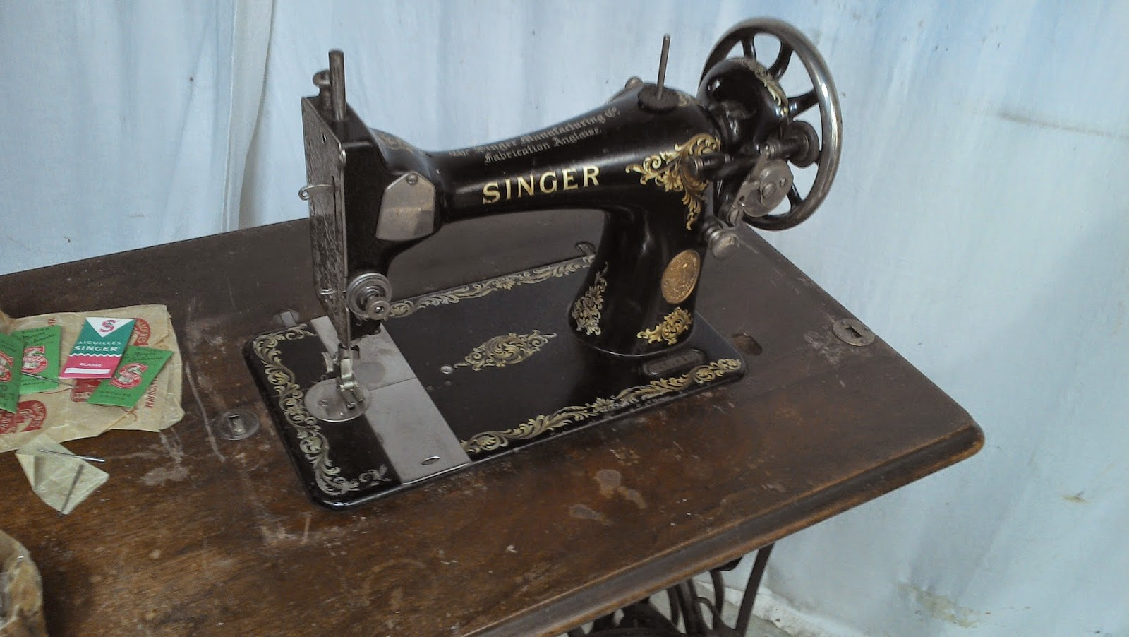 ancienne machine a coudre singer pi tement en m tal fer forg fonte xixeme. Black Bedroom Furniture Sets. Home Design Ideas