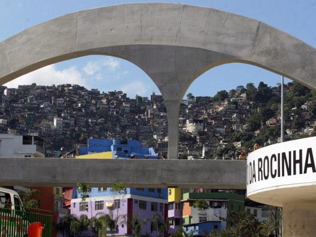 Passeios no Rio Passarela da Rocinha feita pelo arquiteto Oscar Niemeyer