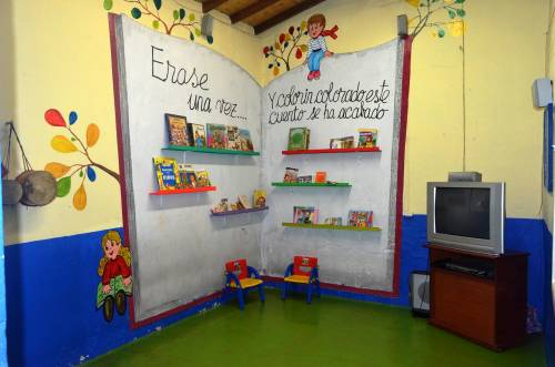 Alrededor de una hoguera for Decoracion de espacios de preescolar