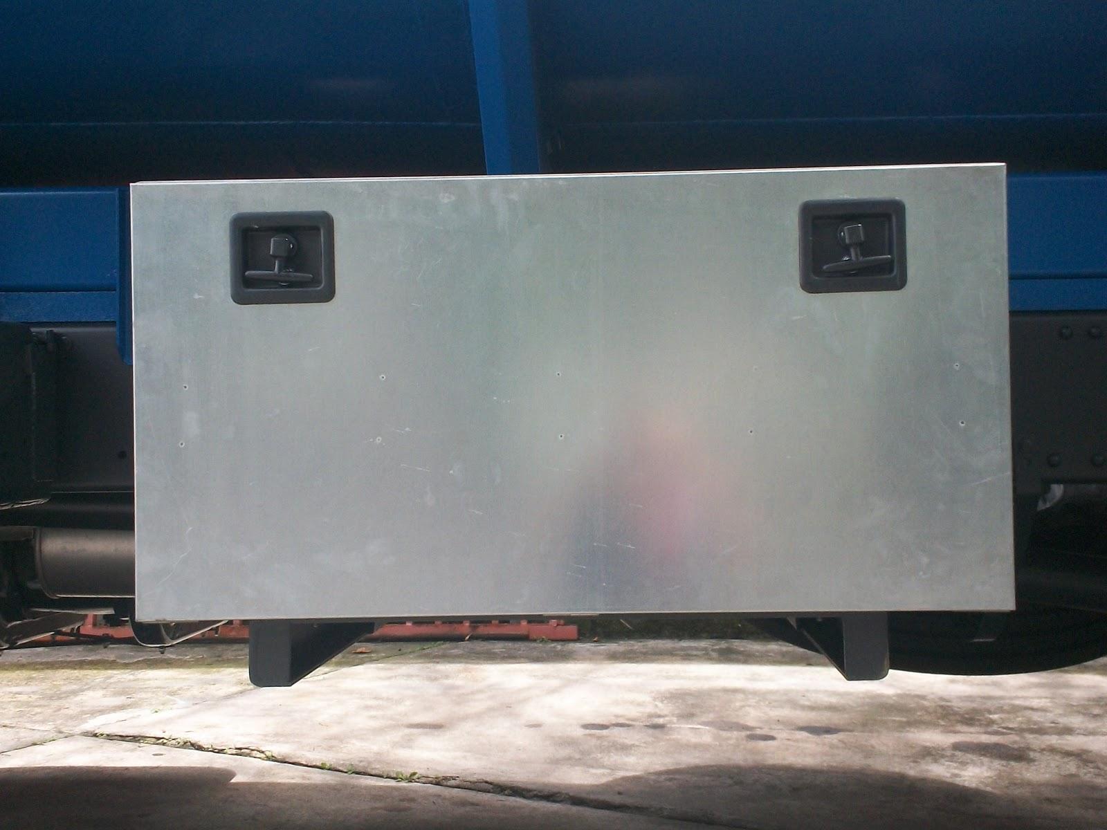 Semiremolques tanque cisterna sobre chasis for Tanque cisterna