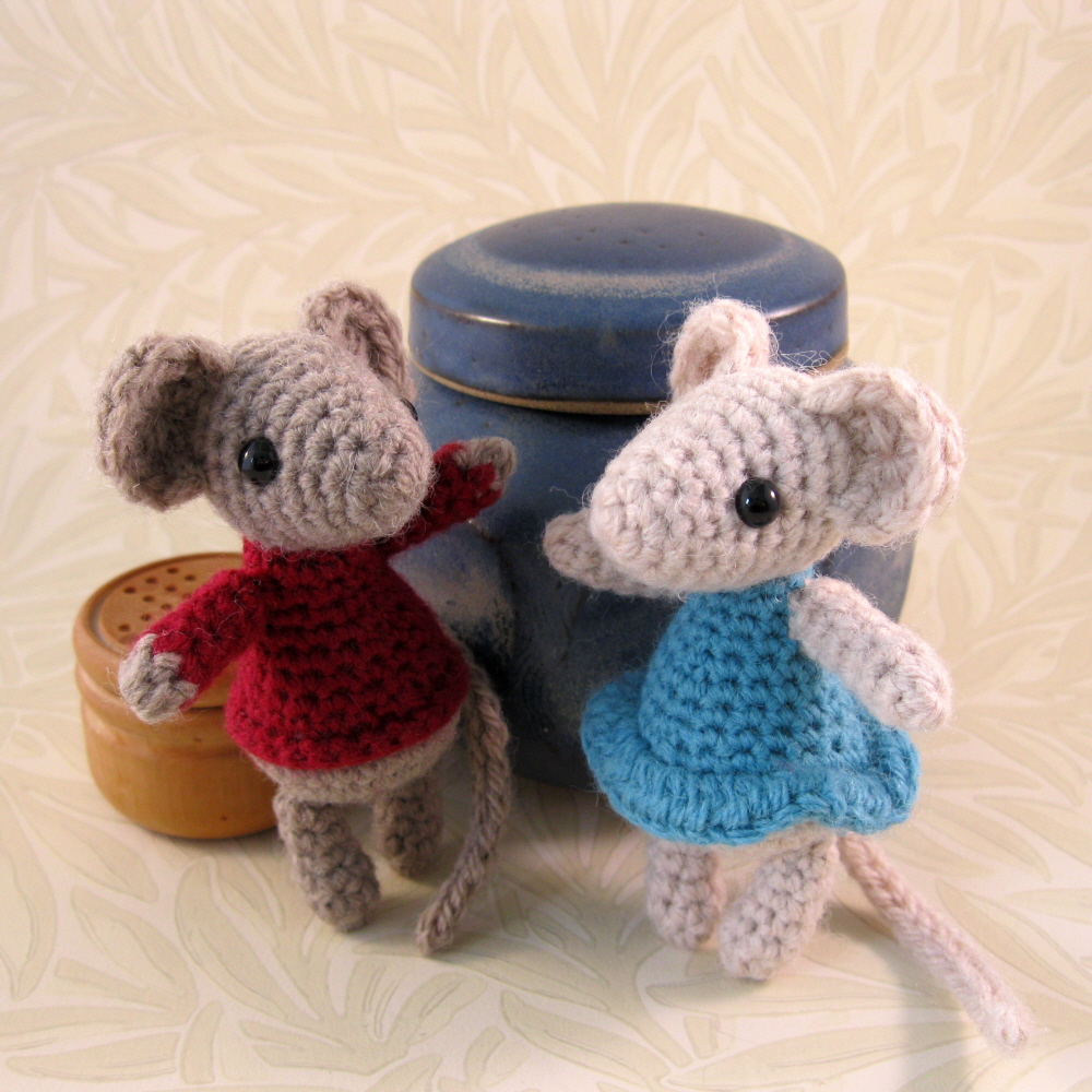 LucyRavenscar - Crochet Creatures: Little Christmas Mouse ...