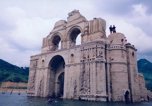 Templo sumergido de Quechula, presa Malpaso en Chiapas. Quechula+front