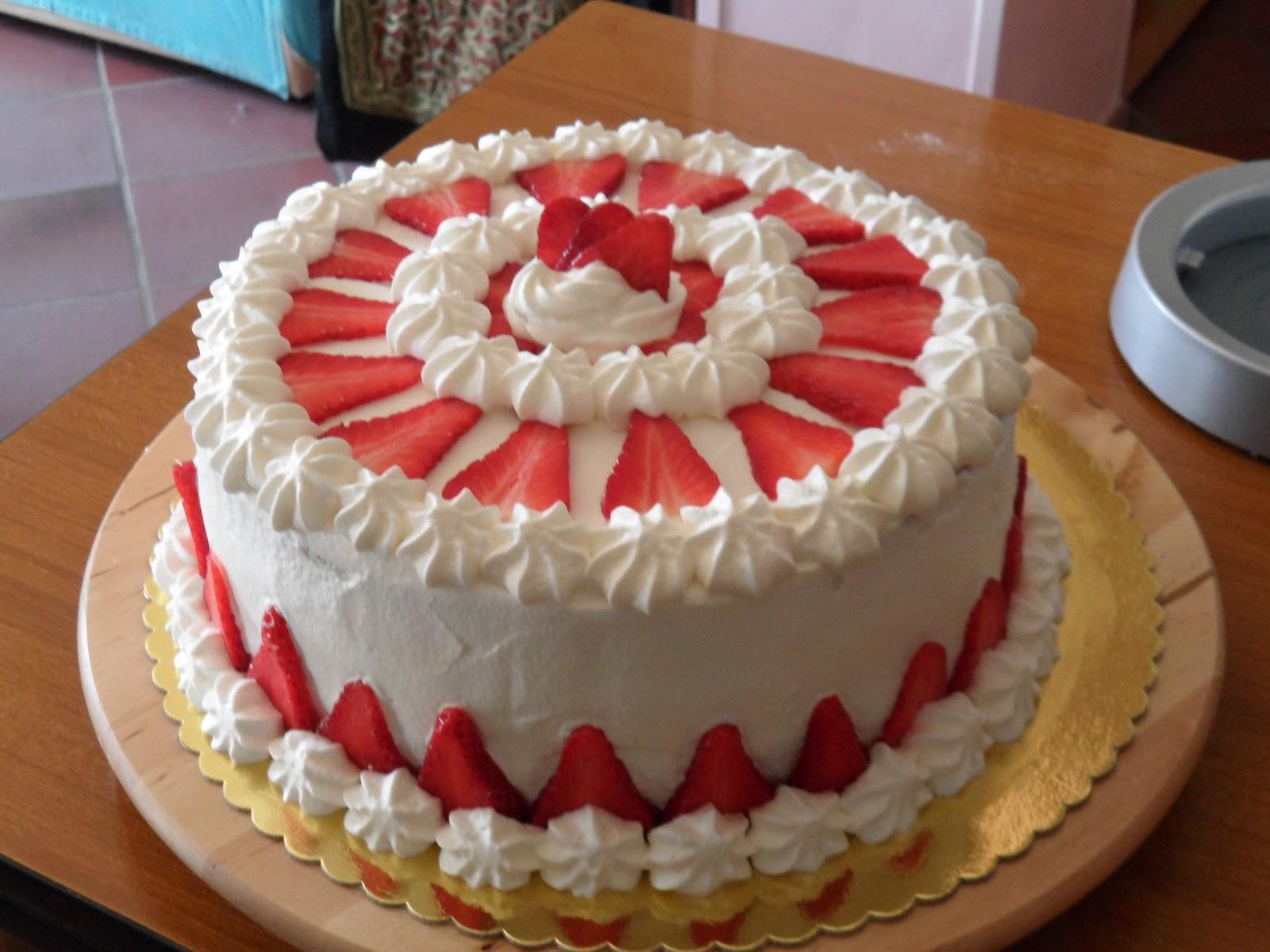 Torta panna fragole for Decorazioni torte con fragole e cioccolato