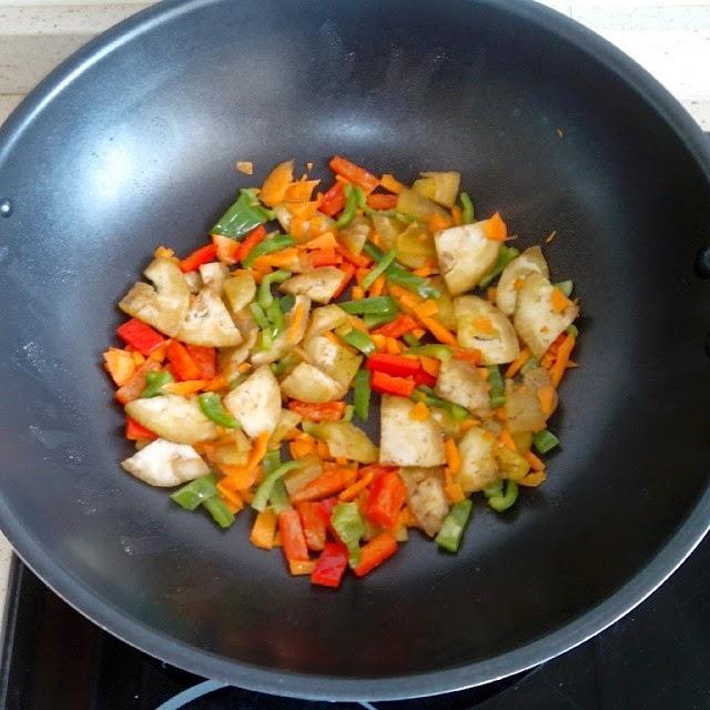 Imagen del wok con las verduras salteadas