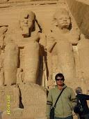 """Los """"colosos de Abu Simbel"""" y yogui"""
