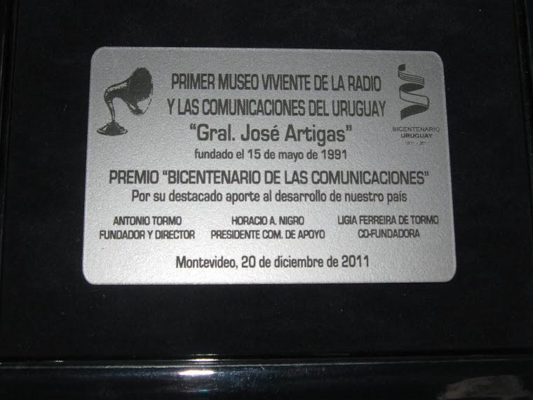 """Premio """"Bicentenario de las Comunicaciones""""  entregado al programa """"Proyección a la Antártida"""""""