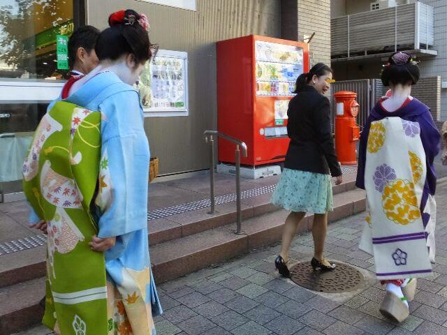 舞妓さんの里春さん、叶子さん、早朝からご苦労さんでした。