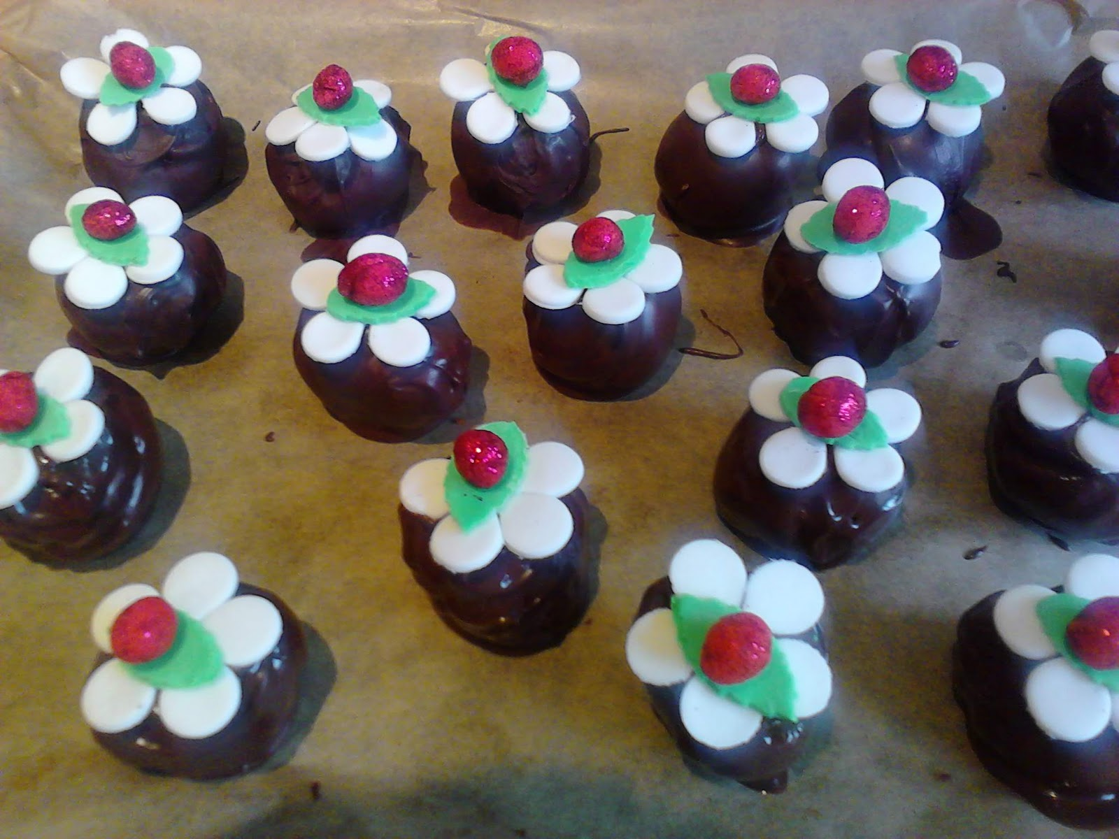 Cake Balls Decorated For Christmas : Utterly Scrummy Food For Families: Silver Spoon Mich ...