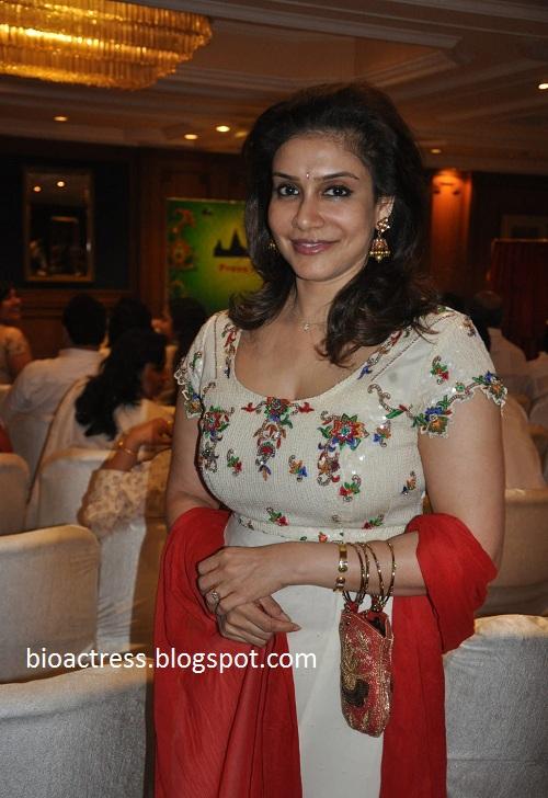 lissy  Priyadarshan aunty hot sexy exposing hot gallery