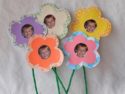 manualidades con fotos y flores de papel