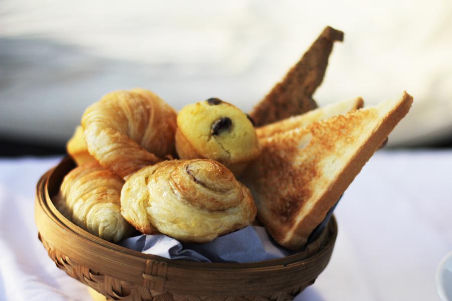 dessert crossaint muffin sunrise breakfast kayumanis