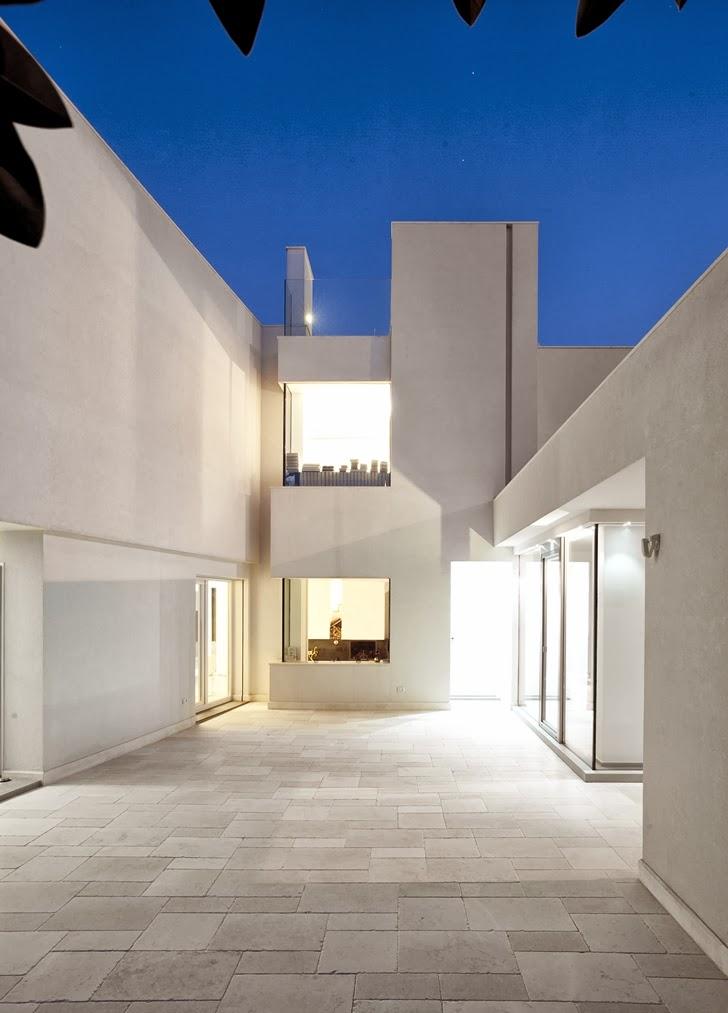 Empty terrace in Modern villa Di Gioia by Pedone Working