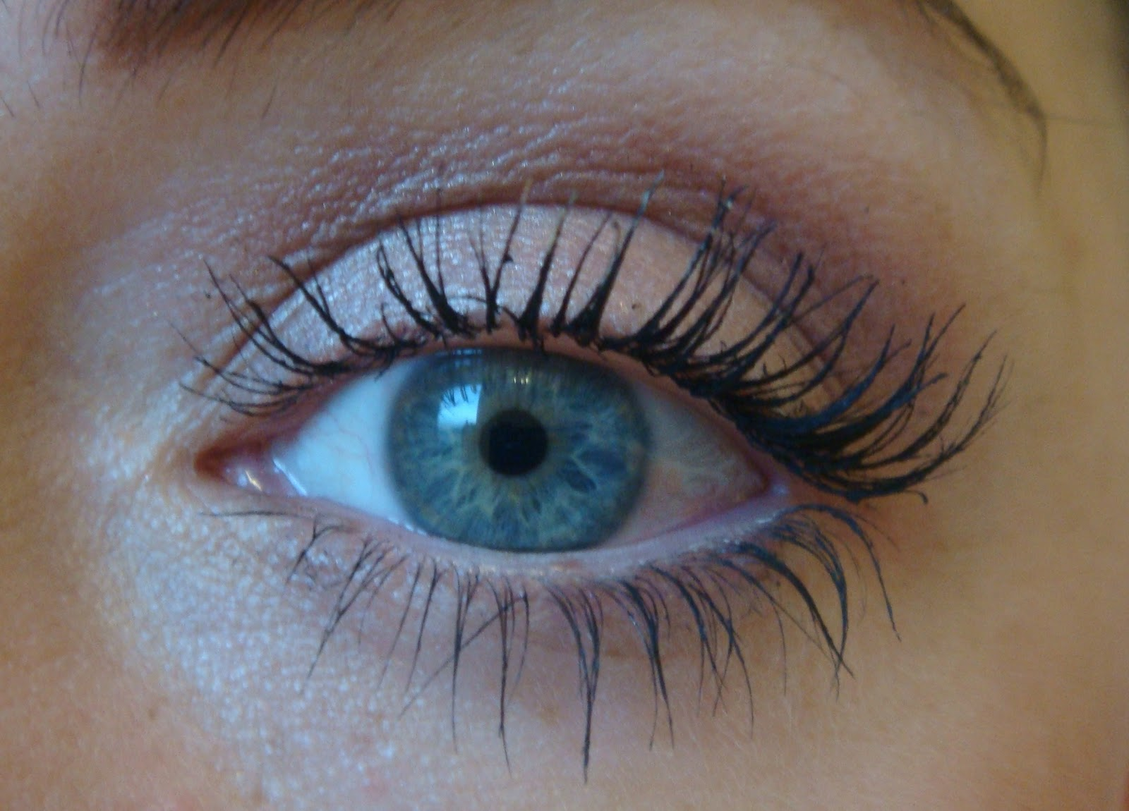 The HQ of Beauty: MAC Haute and Naughty Mascara – Review
