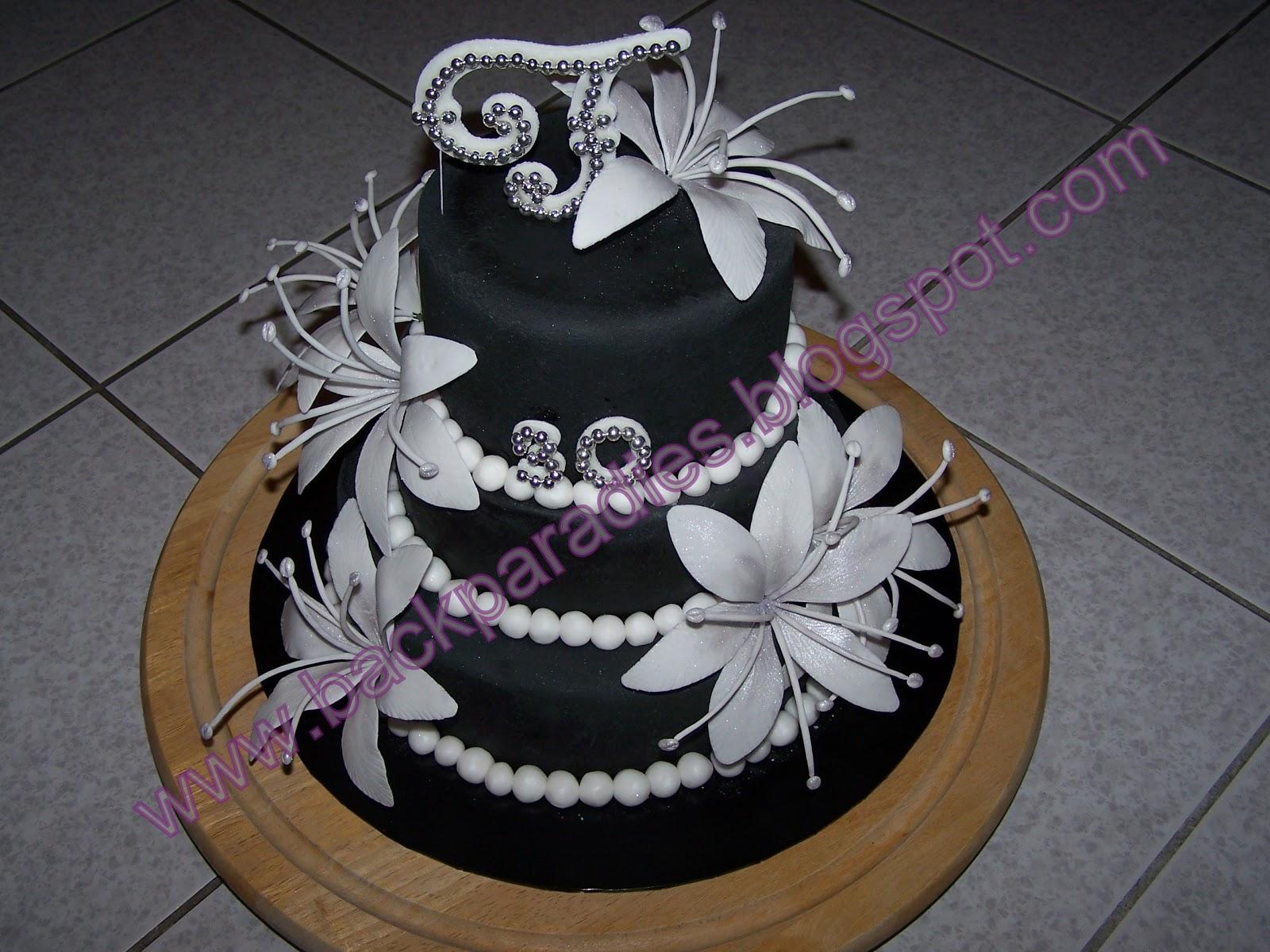 Ein Konigreich Fur Torten Weisse Lilien Auf Schwarzer Torte