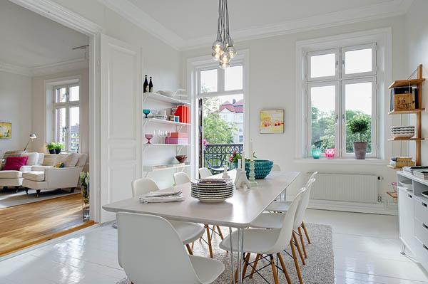 Hogares frescos acogedor apartamento lleno de colores vivos for Decoracion escandinava