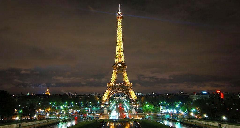 torre eiffer paris iluminada de noche