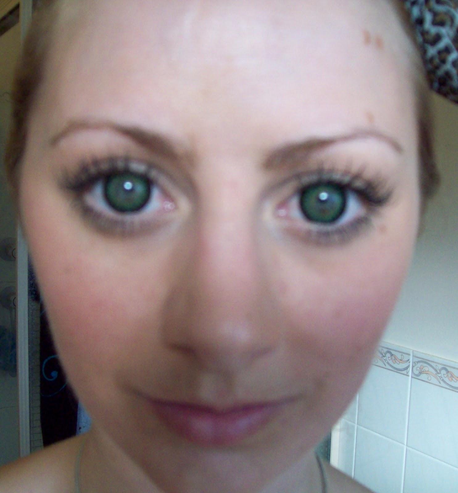 how to make green eyes look greener naturally