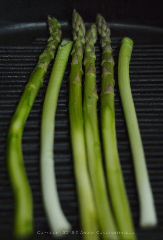 asparagus si ceapa verde la grill