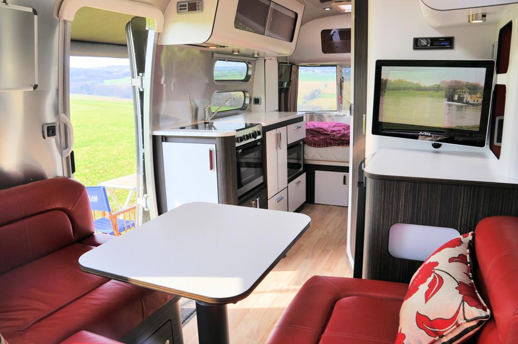 camper stuebchen der neue optimierte airstream 534 serie 2. Black Bedroom Furniture Sets. Home Design Ideas