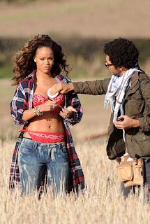 Rihanna_5 La petite Rihanna dans la prairie