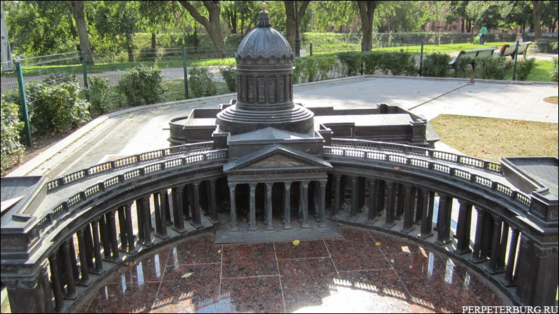 Мини-Санкт-Петербург - миниатюрные достопримечательности из бронзы в Александровском парке