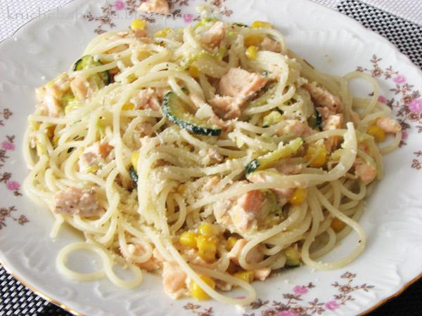 Spaghetti z łososiem w sosie serowo-śmietanowym