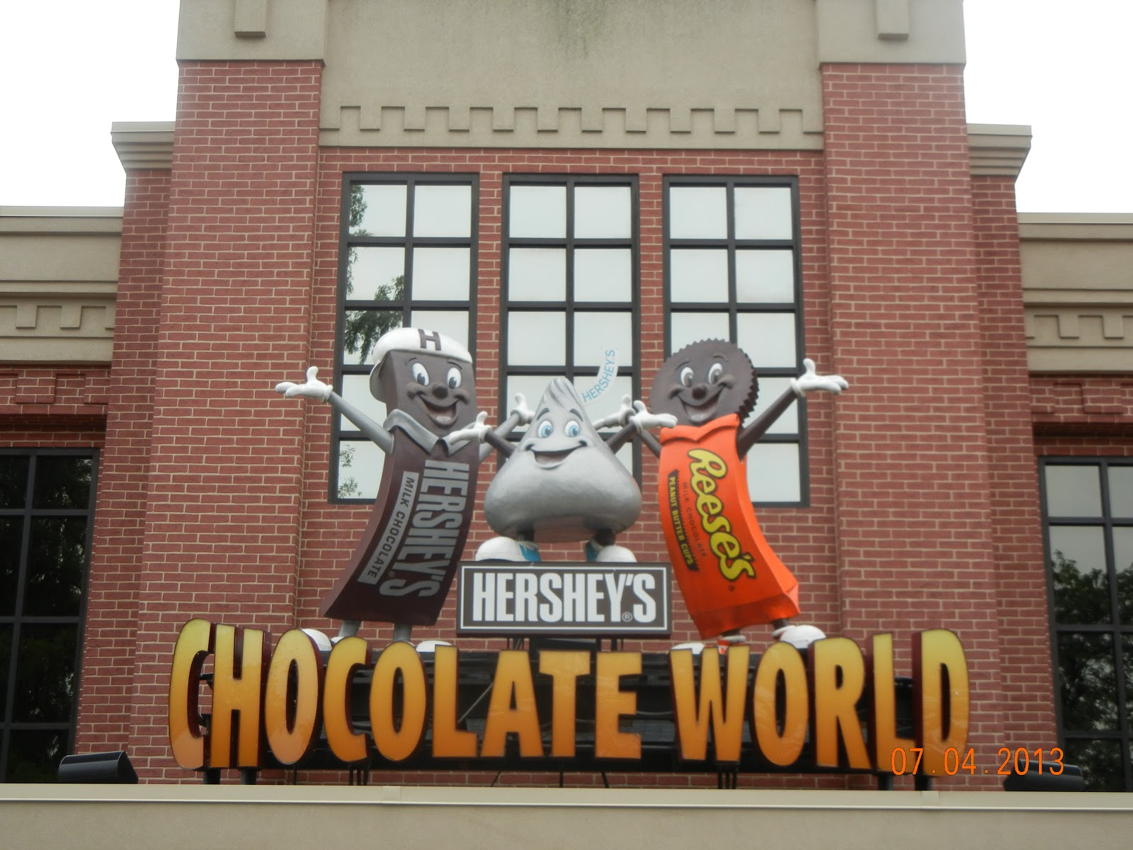 The Create Your Own Dessert Studio at Hershey's Chocolate ...
