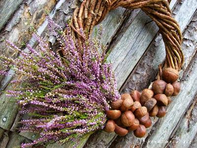 jesienny wianek z kasztanami i wrzosami inspiracje DIY