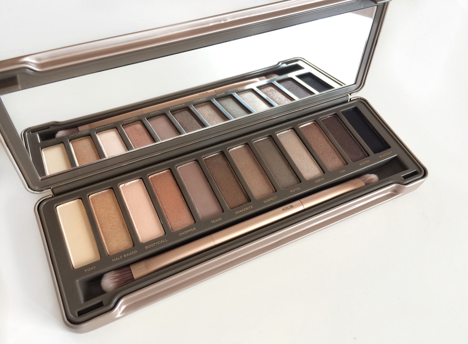 Urban Decay Naked 2 Palette // REVIEW - The Beauty Novel