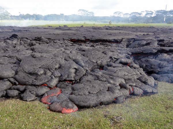 HAWAI ORDENA EVACUACION POR AVANCE DE LAVA DEL VOLCAN KILAUEA, 27 de Octubre 2014