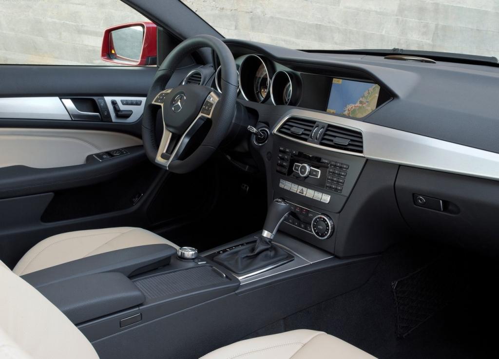 Cockpit autom vel conte dos auto ensaio mercedes benz c 250 cdi coup sport - Mercedes e coupe interior ...