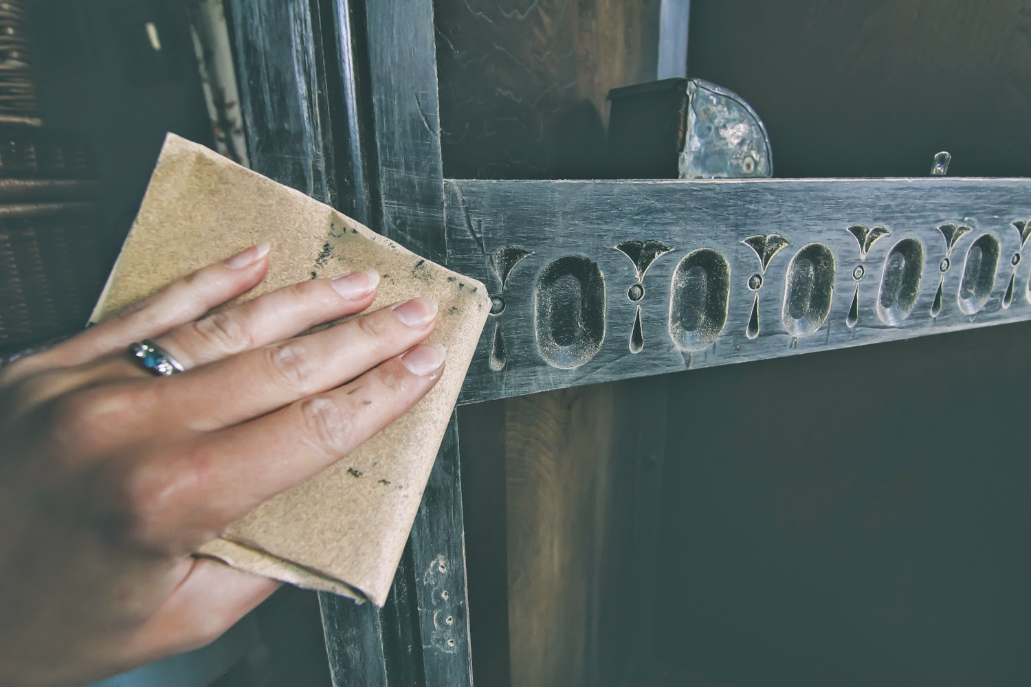 How to prepare furniture for distressing
