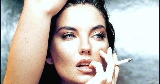 Vanessa Gravina | Smoking Women Feast Vanessa Paradise