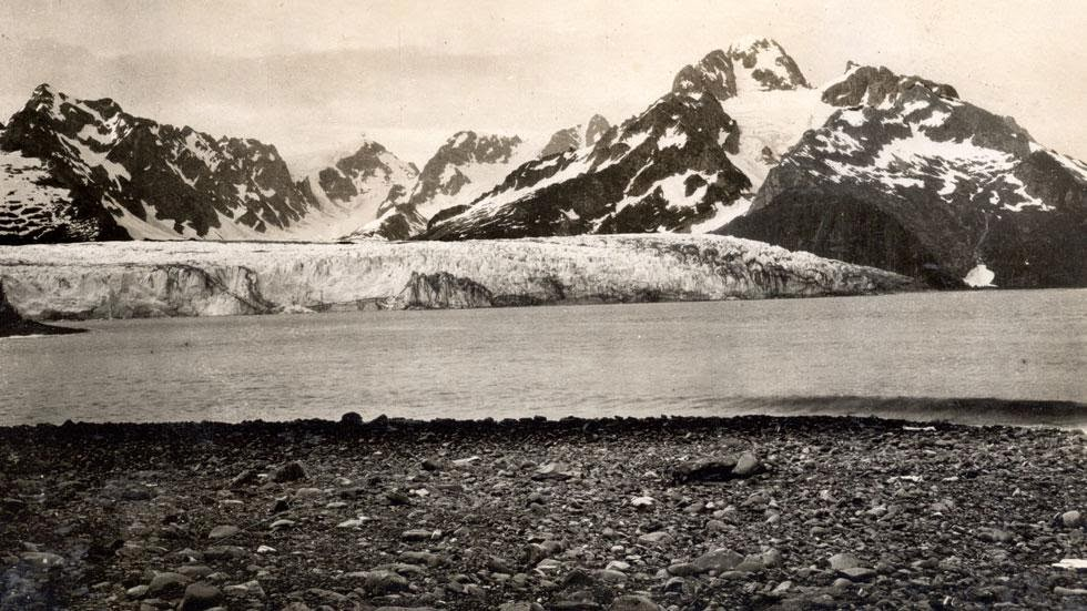 Northwestern Glacier (1909) - Photos of Alaska Then And Now. Get Ready to Be Shocked When You See What it Looks Like Now.