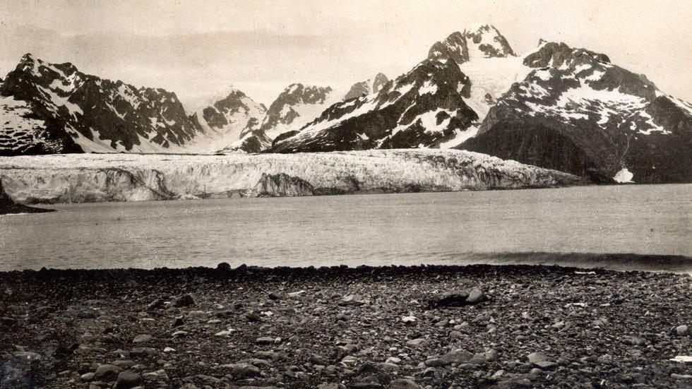 Las huellas del cambio climático en Alaska durante más de 100 años Northwestern+Glacier+(1909)+-+This+is+Alaska's+Muir+Glacier+&+Inlet+in+1895.+Get+Ready+to+Be+Shocked+When+You+See+What+it+Looks+Like+Now.
