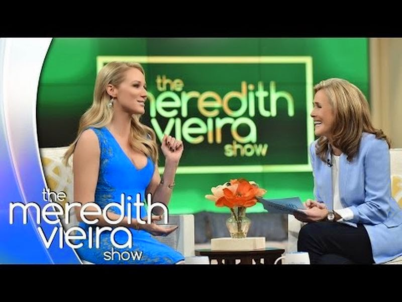 Turning up on Tuesday, November 4, 2014 edition of The Meredith Vieira show, the singer exuded her elegance beauty in a blue dress. . . . .Really, she looked more traditional with those knitting on the two side of her shoulder.