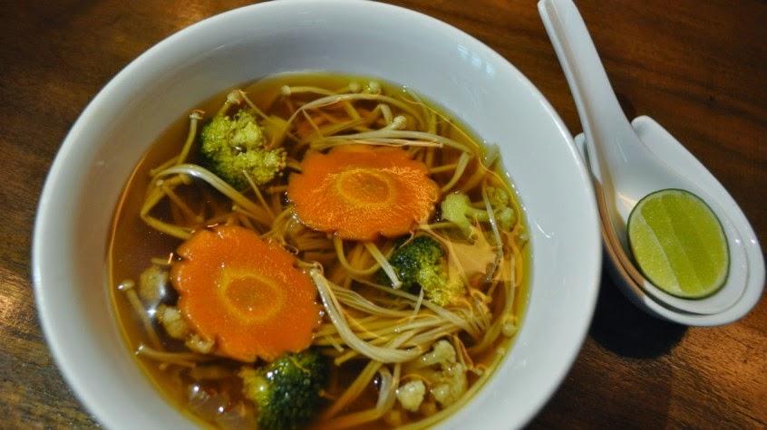 sup jamur dengan sayuran,sup jamur,sup hangat,makanan indonesia