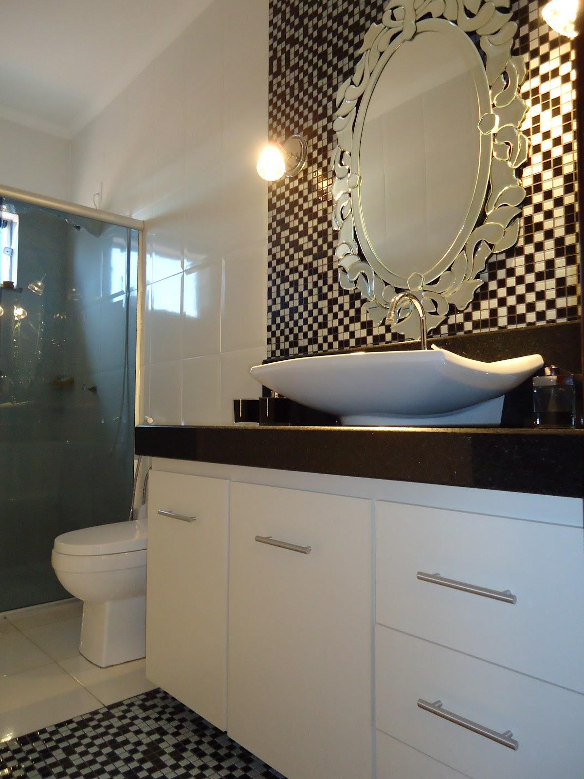 Arquiteta Bianca Monteiro: Pastilhas e vidro nos banheiros #8B7540 1200x1600 Banheiro Com Pastilha Branca E Preta