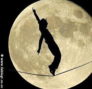 andando na corda bamba lua