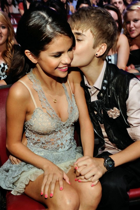 Justin Bieber & Selena Gomez Romance @ Teen Choice Awards