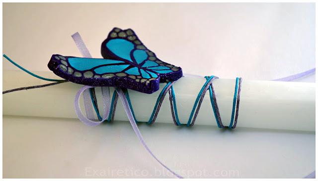 Χειροποίητη λευκή πασχαλινή λαμπάδα με χειροποίητη γαλάζια πεταλούδα από fimo, κηρόσπαγγο και σατέν κορδέλα!