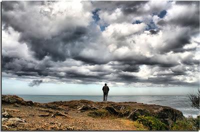 صور شخص حزين محب للعزلة