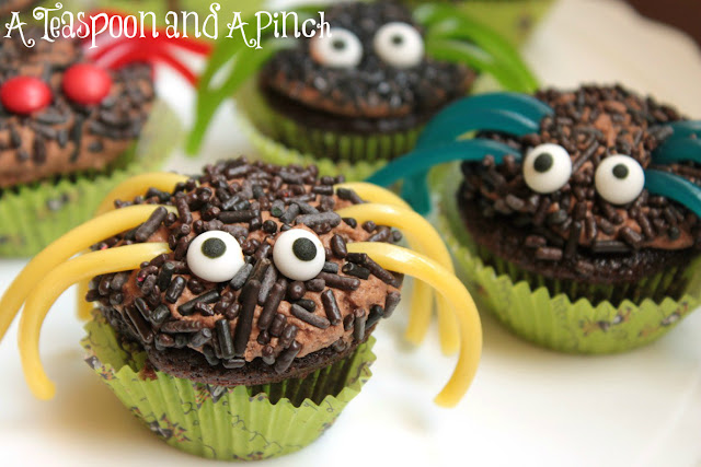 Teaspoon and A Pinch: Halloween Idea: Silly Spider Cupcakes