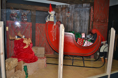Holiday Window Display, Shillitos Elves, Newport on the Levee
