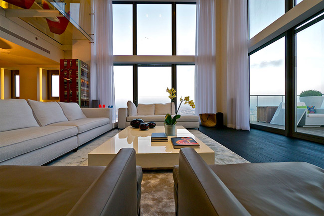 Livings minimalistas en doble altura new casa minimalista for Casa minimalista living