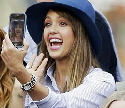 Jessica Alba selfie cute and hot
