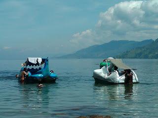 Foto Di Danau Toba Bersama Teman