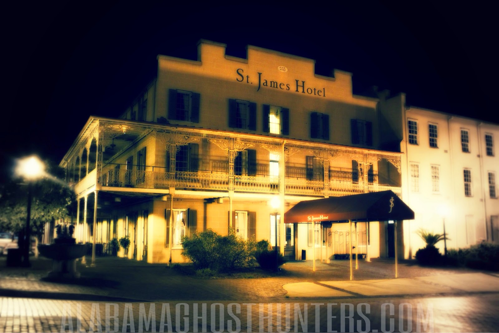 The Saint James Hotel Located In Selma Alabama Is One Of S Most Haunted Hotels Paranormal Phenomenon Here Often Ociated With