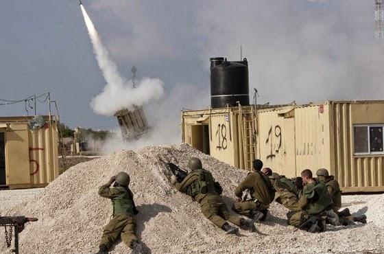 Tentara Israel berlindung dari roket Hamas