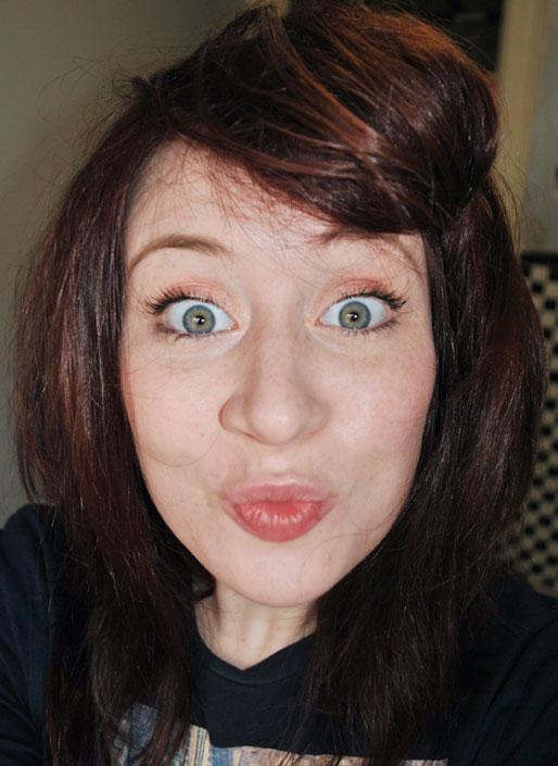 makeup photo a day, get rid of under eye shadows or dark circles, makeup tips